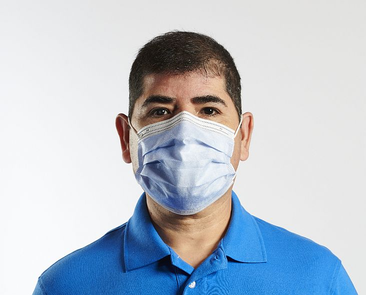 https://www.mossselect.com/images/products_gallery_images/Moss_usa_made_surgical_mask_731x589.jpg